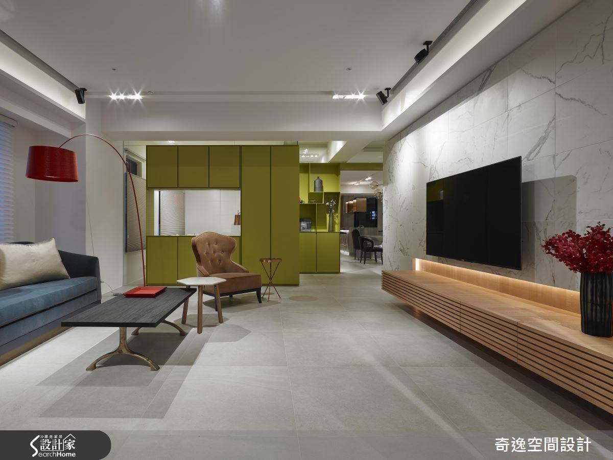 綠色立面的造型修飾空間的不方正,也營造出空間層次與視覺延展性。