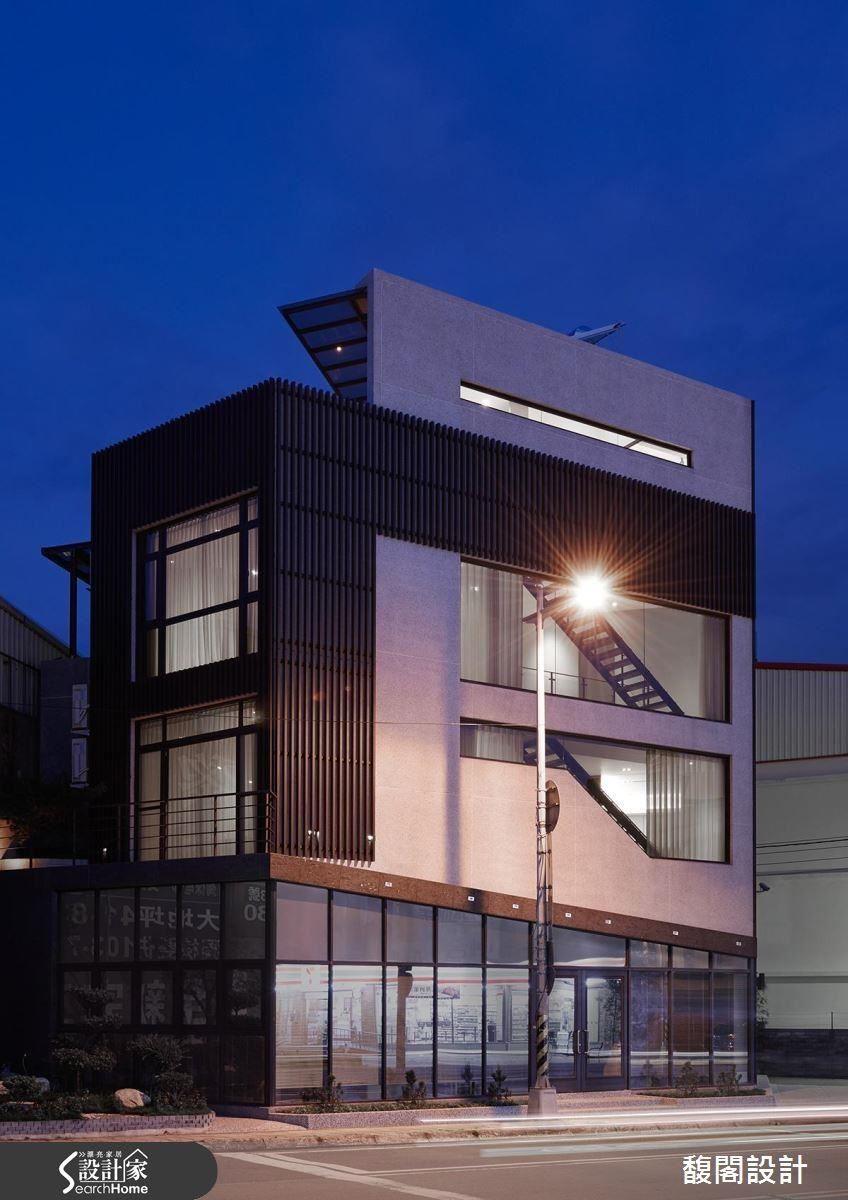 建築外觀以俐落的線條感展現,並結合漸層的柵造視覺,呈現現代建築之美。