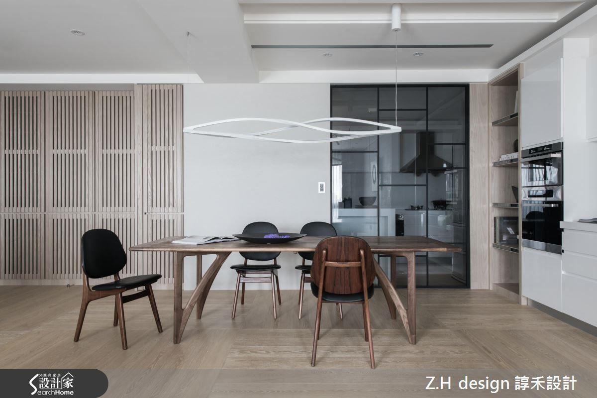 將完備廚房電器融入簡約的線條設計中,餐桌上的精選燈具,呼應環境中的禪意。