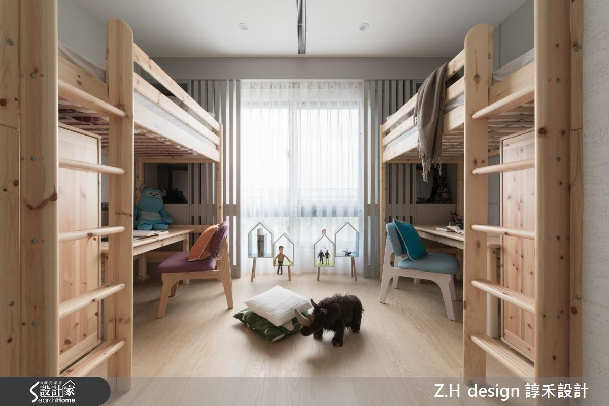原來的三房改成兩房,主次臥的牆面微調後,一家四口皆有寬敞的私領域空間。