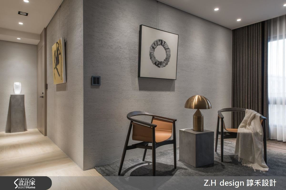 環保灰色塗料漆的牆面,能凸顯不同藝術品、家具的質感與品味。
