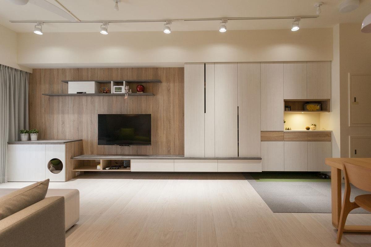 主牆用系統家具取代木作,成功詮釋了日式居家特有的溫馨與潔淨。當然,預算與工期也變得更經濟、有效率了。