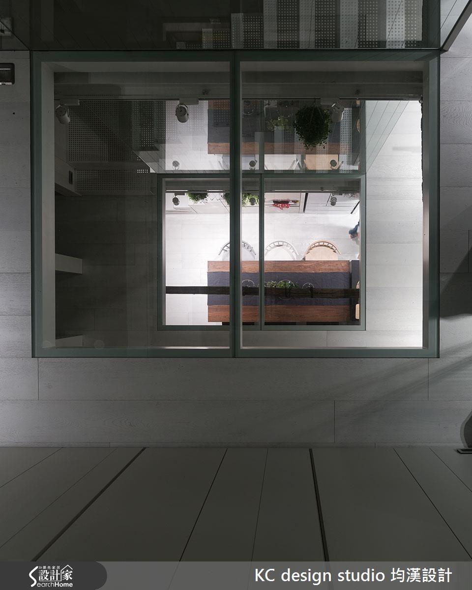 不只引進陽光,也增添全家互動的天井,別有洞天有如現代桃花源。