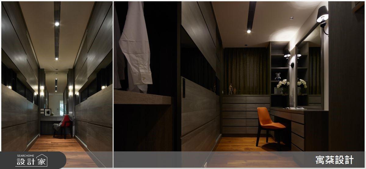 位於更衣室底部位置是做為規劃梳妝台的合適地點。