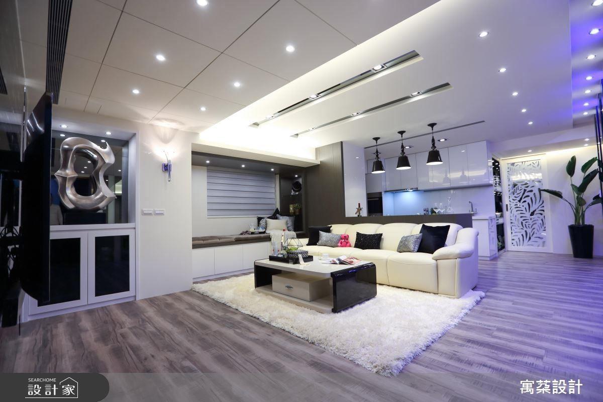 窗台旁可做為休憩專用的發呆亭,也能結合收納櫃增加機能性。