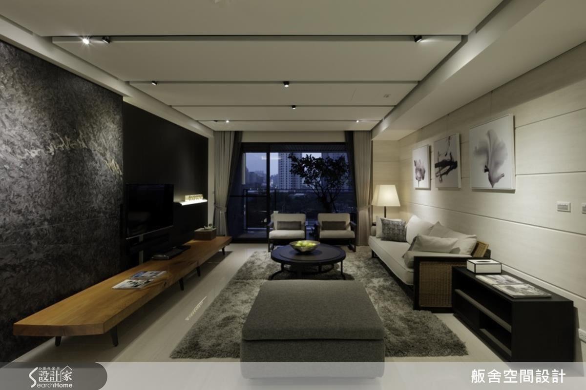針對喜好中式禪風意境的業主,擅長運用材質變化的舨舍設計,以不同的深色材質凸顯出白色空間的深邃感,並且採取古典風格的精神淬鍊出現代禪風的意境。