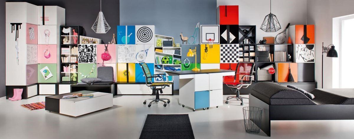 Young users 系列有多達 40 幾種的鐵製面板選擇,圖型含教育性、裝飾性或娛樂性的圖像以及多種顏色。