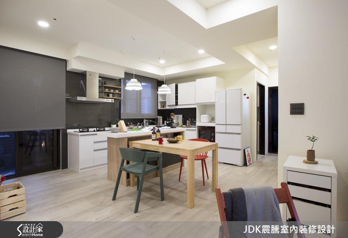 喜歡烹飪?那就放大餐廚空間,除了拓增流理台機能,更可以結合中島吧台與餐桌,讓用餐空間成為 2 人的居家亮點!