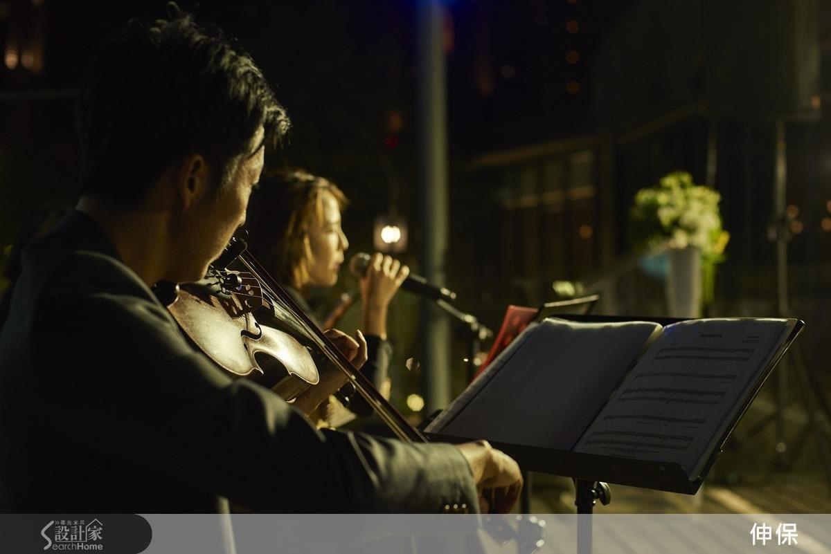 現場音樂演奏、歌手駐唱,更添風情。