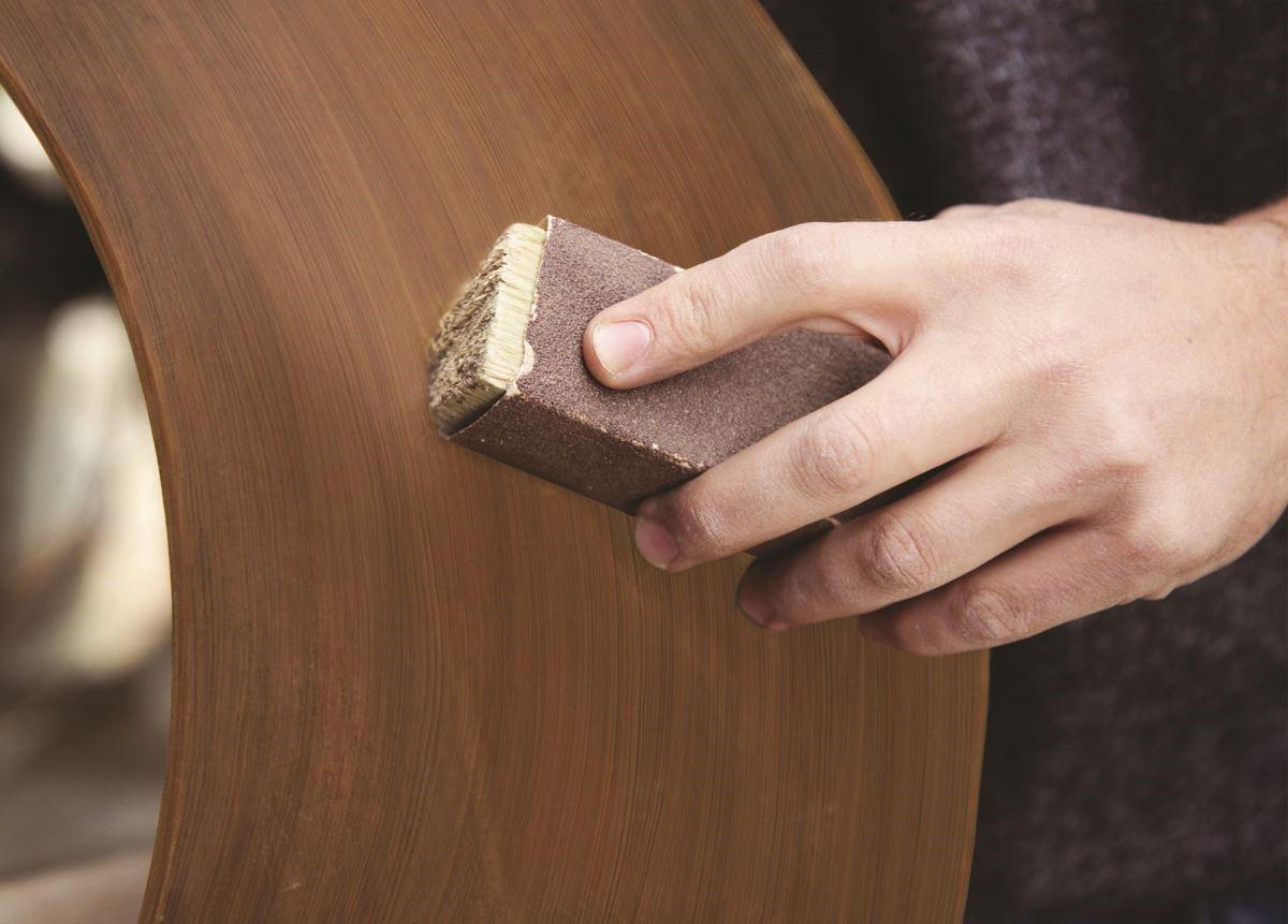 經手工拋磨、熱處理加工的實木質感,既溫潤又天然,使用越久越能感受迷人的溫度。