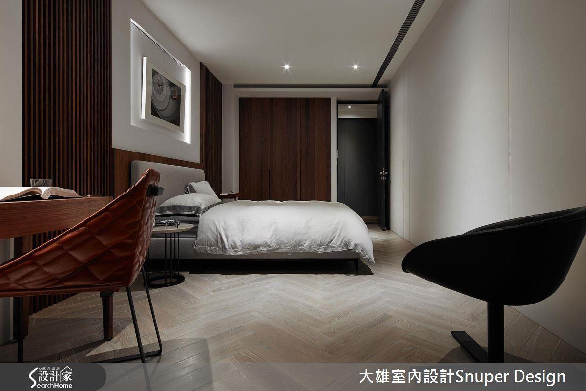 孝親房以主題燈光及木格柵呈現飯店式的簡約俐落之感。