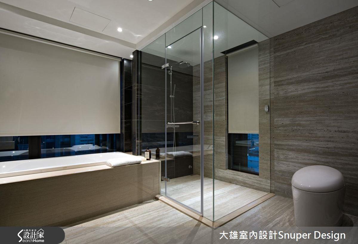 主臥室以完整舒適的套房機能規劃,更衣室作為私領域的軸心,成就完美動線,運用燈光與材質,表現空間細膩與都會時尚。