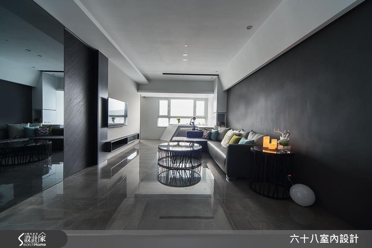 透過將室內彩度降到最低,以黑白極簡的空間基底,來襯托窗外繽紛的多彩世界。