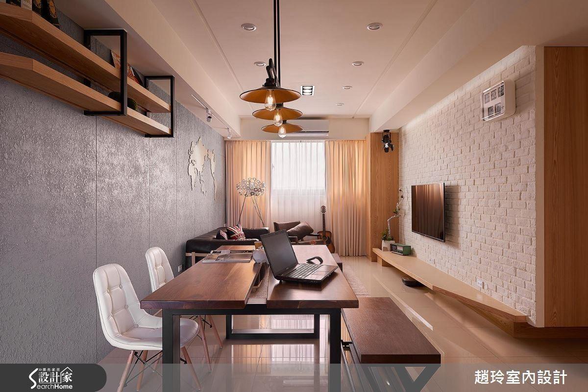 對應沙發背牆低調奢華的質地,電視牆則以大面白色文化石堆砌出人文氣質,搭配淺色系的家具營造令人放鬆的氛圍,而色彩繽紛的家具也能呈現活潑氛圍。