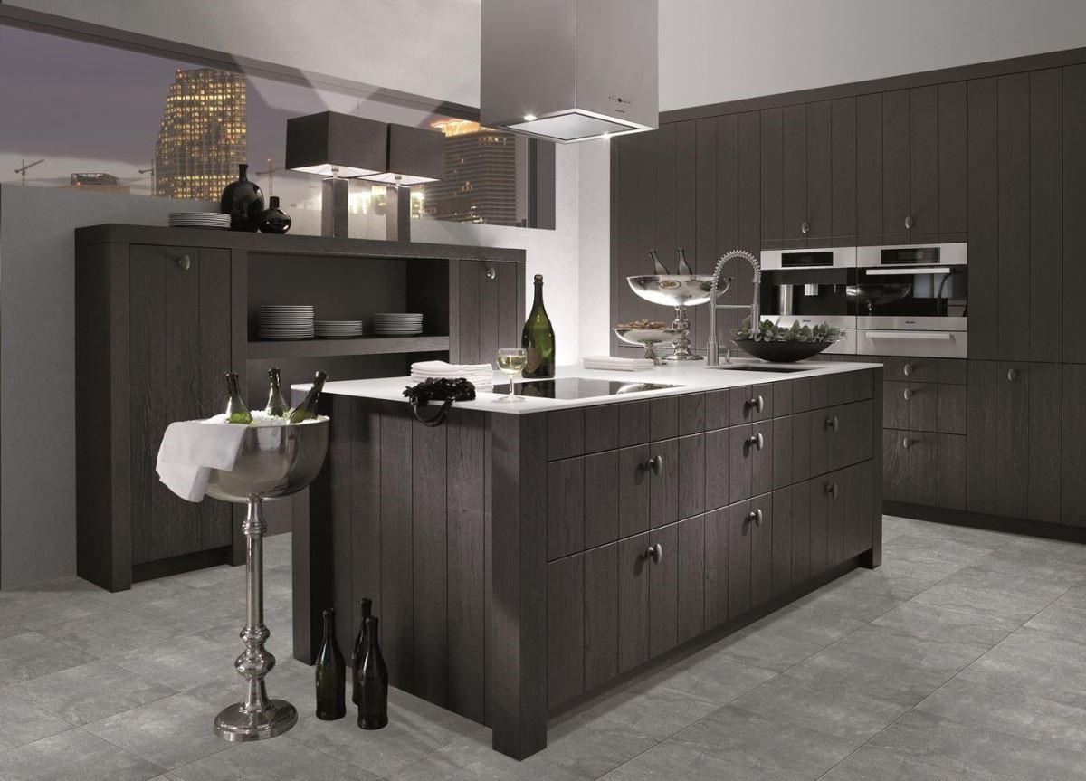 廚具的高度都能依照人體工學做調整,德國人的務實體貼,展現在廚具彈性調整高度的設計上。