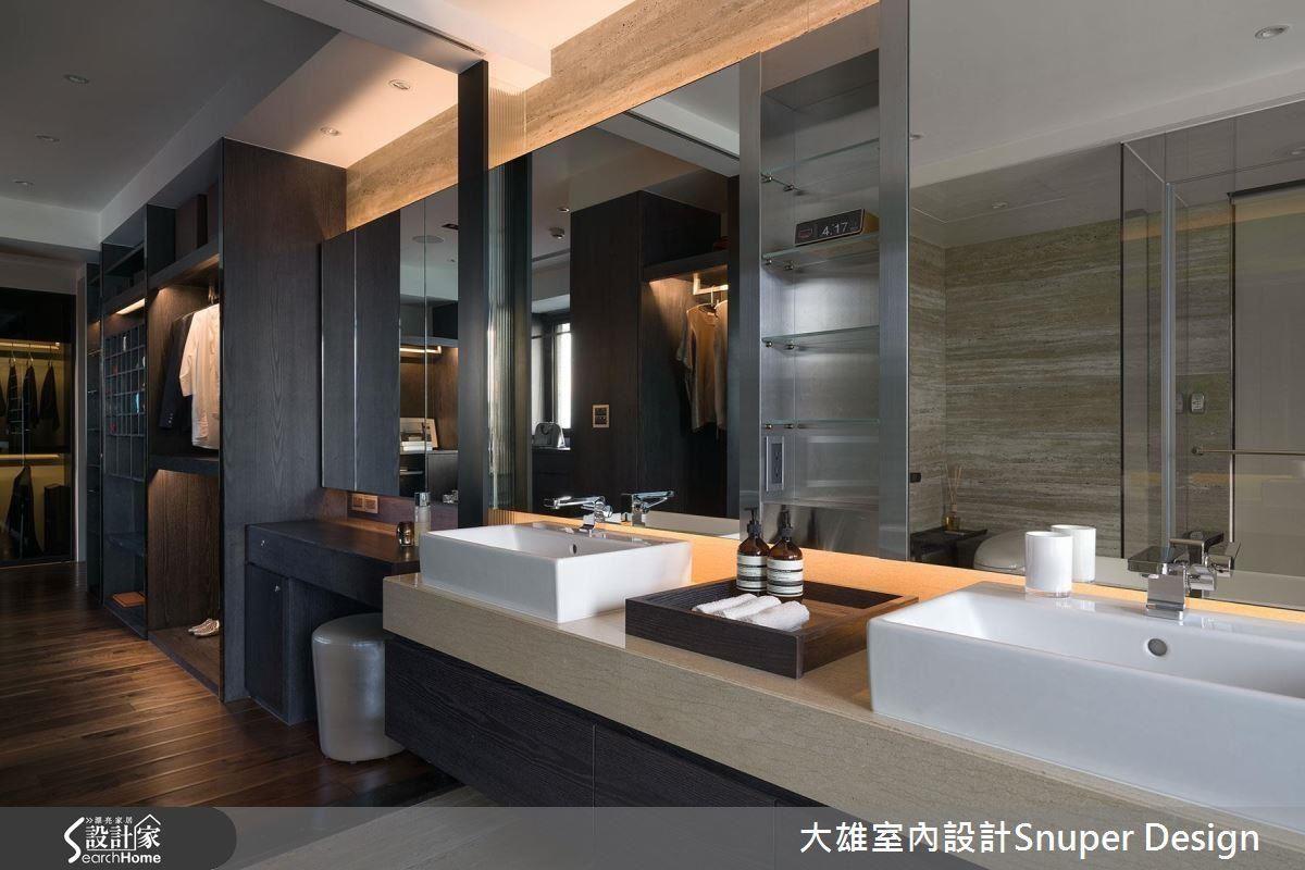 依序規劃更衣、化妝、洗漱與後方的淋浴機能,讓生活動線更加流暢,雙洗手台也能讓衛浴使用效率大幅提升。