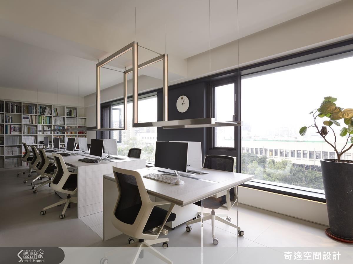 郭柏伸設計師希望將辦公室中最好的一面給工作團隊,這是專為團隊打造的空間。