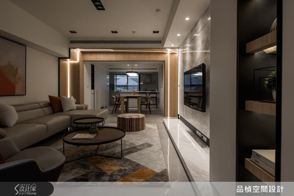通透的客餐廳軸線間,以光廊增加空間的層次感與情趣。