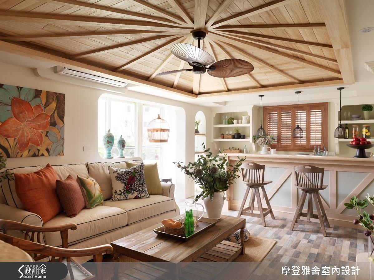 2F 為主人翁的私人領域,峇里島風格的斜屋頂設計客廳與功能完整的吧檯,讓回家休憩的時光宛如出國度假一般放鬆。
