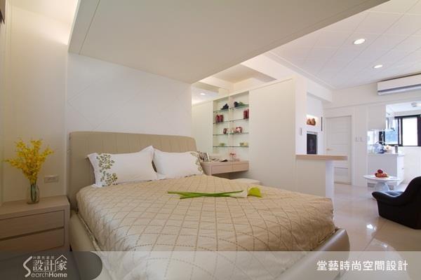 就算是租屋族也能輕鬆打點的單身女收納術,包含應用牆面、垂直空間,並聰明規劃衣櫃內部,東西再多也能好好收!
