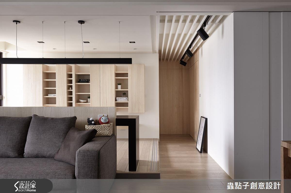 為年輕小家庭規劃的居所,在開放式書房特別預留拉門軌道,可以因應未來需求加設門片,變成獨立的房間用途。