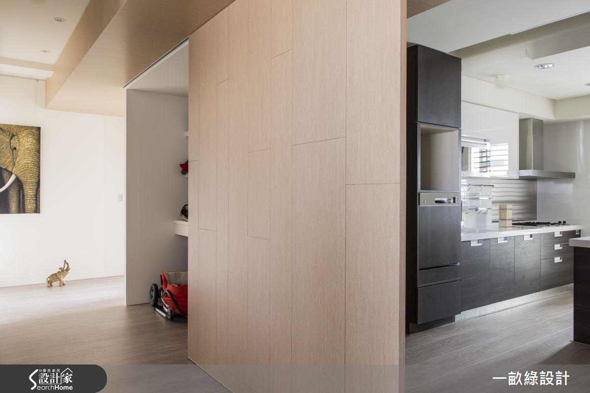 若大型的雜物、行李箱等較多,建議設計時,可以預留大型的儲物間空間。