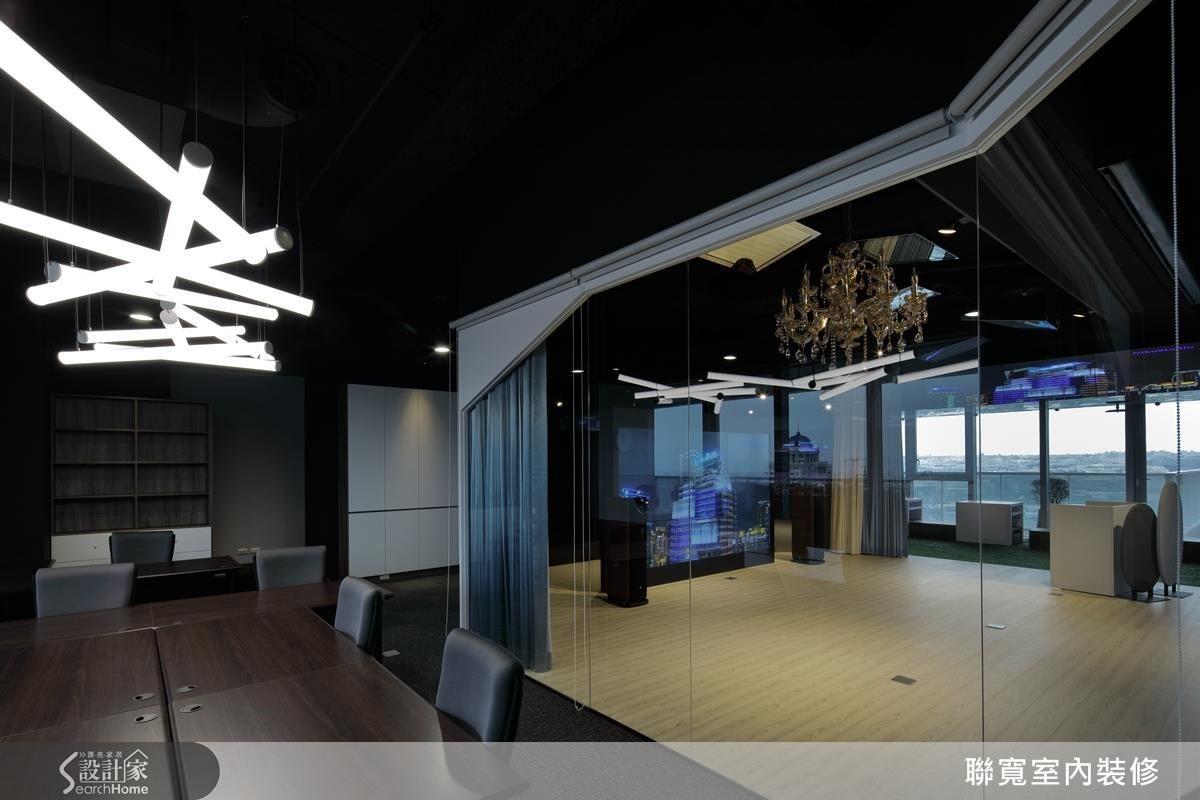 雙動線多功能區域,辦公室/預備區/舞台相通。