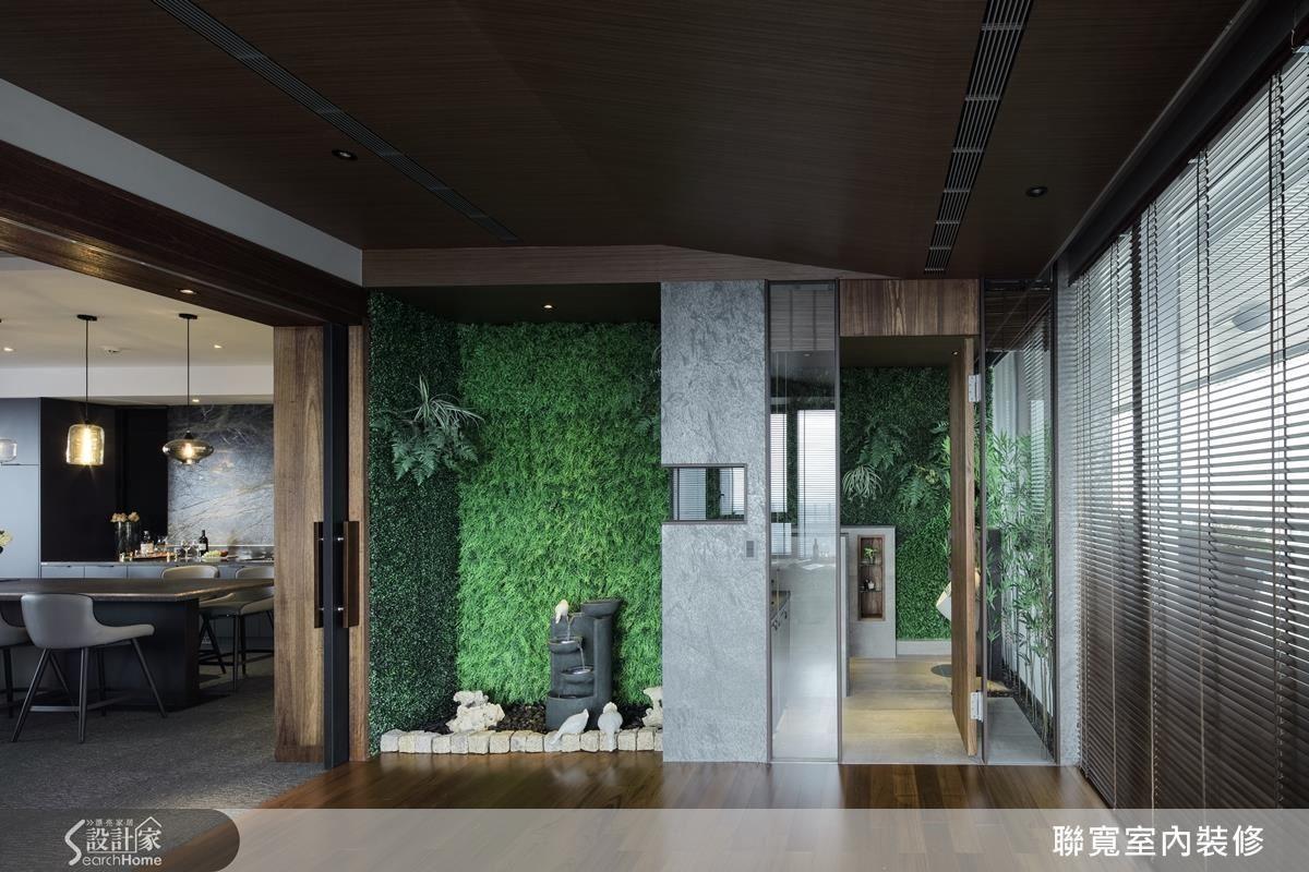 私人空間以清玻做隔間,呼應通透的空間與綠意。