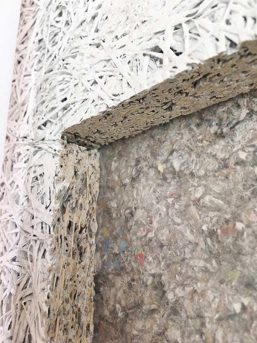鑽泥板特有的多孔隙結構,讓它不僅在吸音、隔熱、調濕性能上表現優越,並兼具耐燃、防蟲蛀、防霉、尺寸安定性高等多項特點。