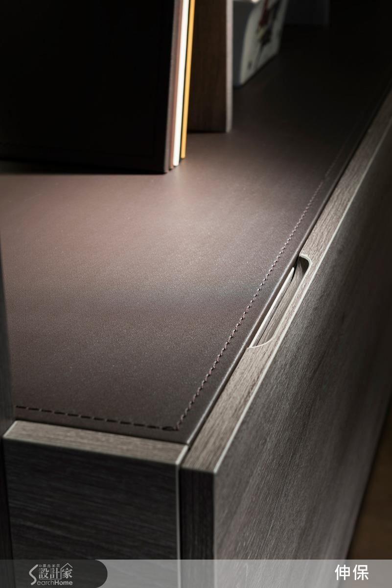 細緻的封邊、車縫線以及溫潤手感的把手,是伸保對於作品最細緻的堅持。