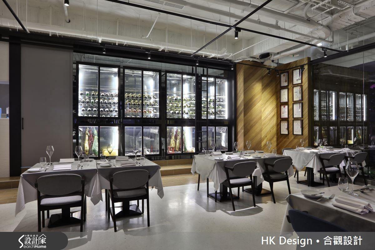 冰箱酒窖不再侷限於內場,設計師給予展示意味濃厚的設計,打造現成的時尚櫥窗。