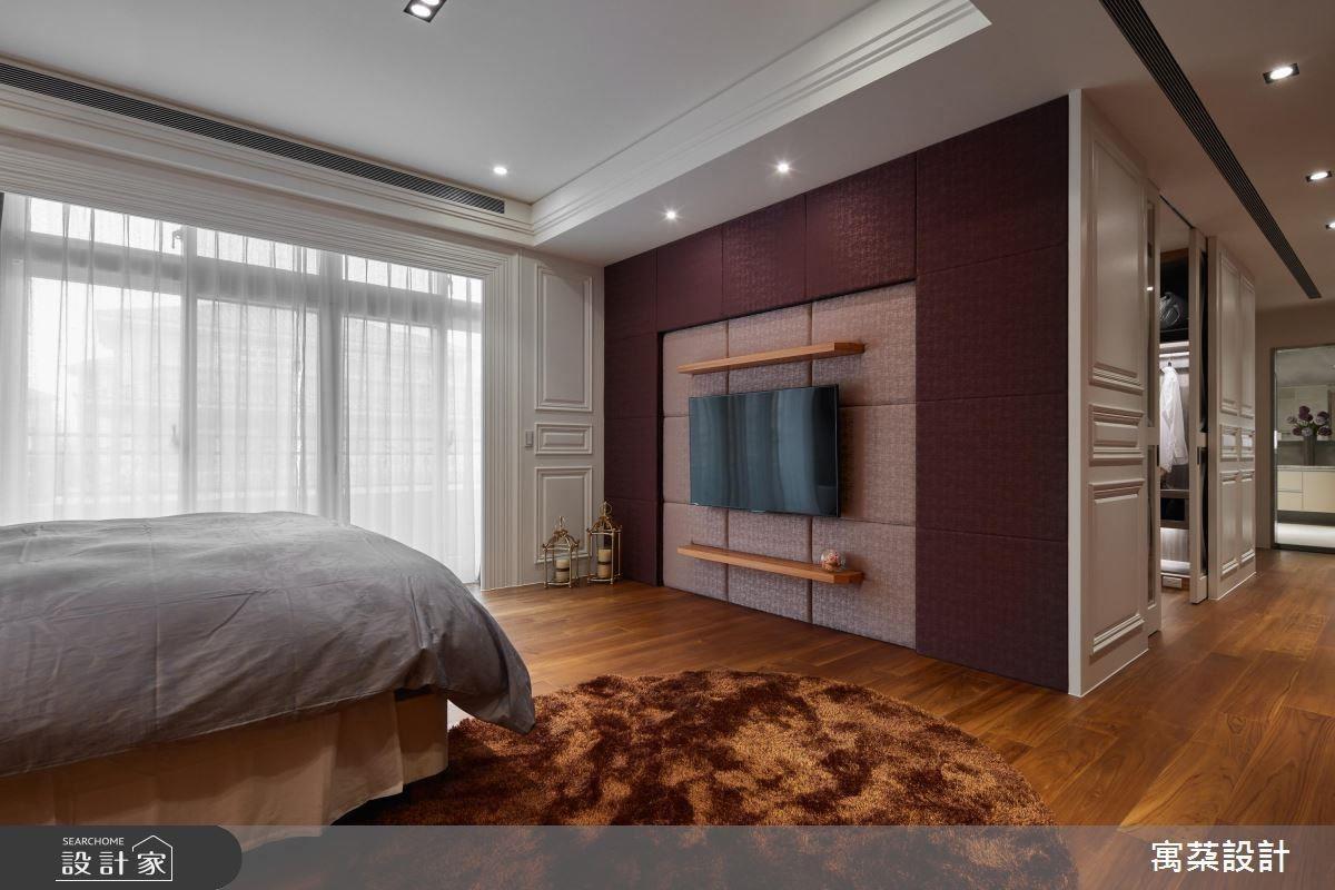 二樓:皮革本身就有一種高貴的質感,搭配深色做出一個電視主牆,展現空間個性。