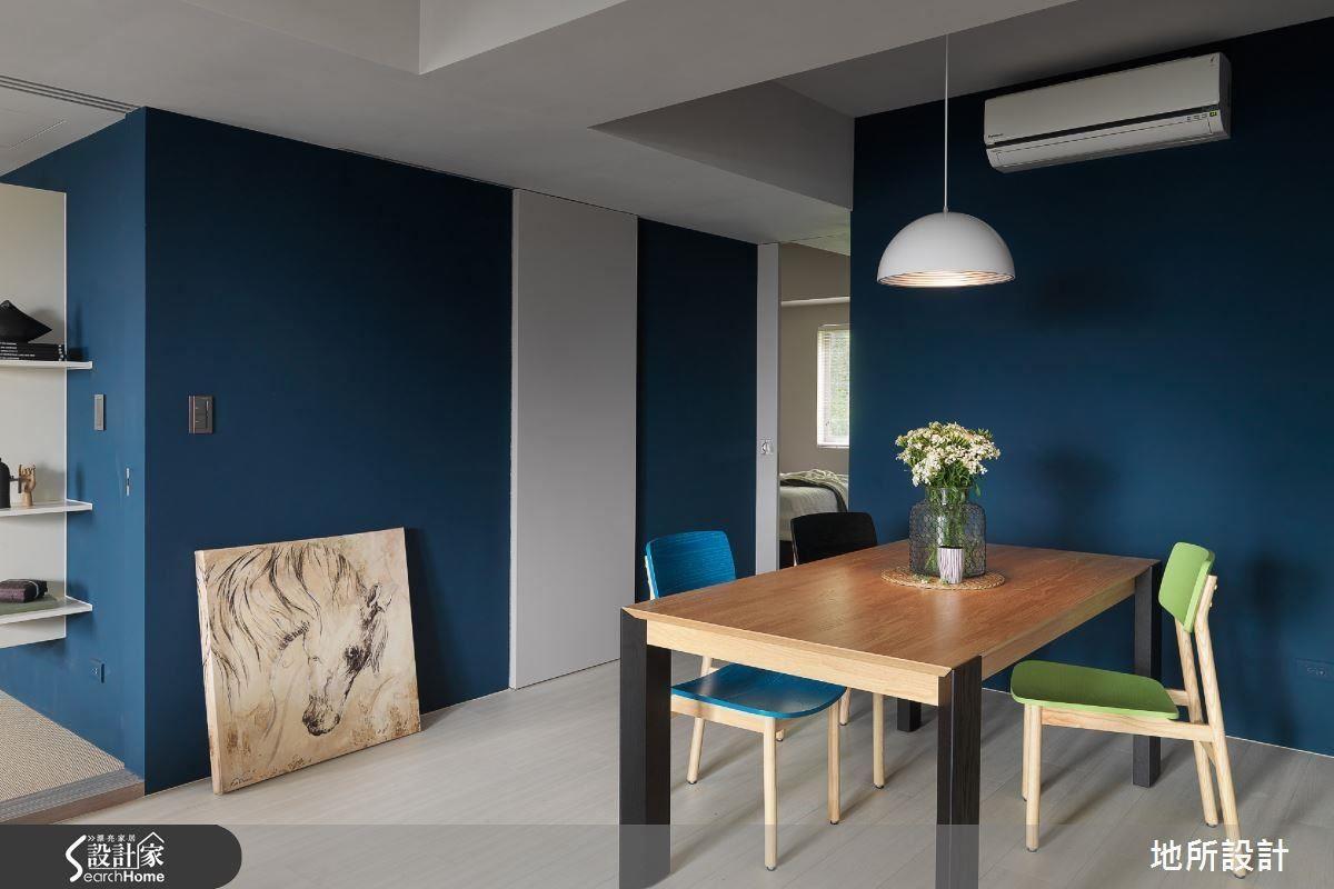 以藍白作為空間主調,搭配木質調家具,呈現清新又具鮮明的屋主性格。