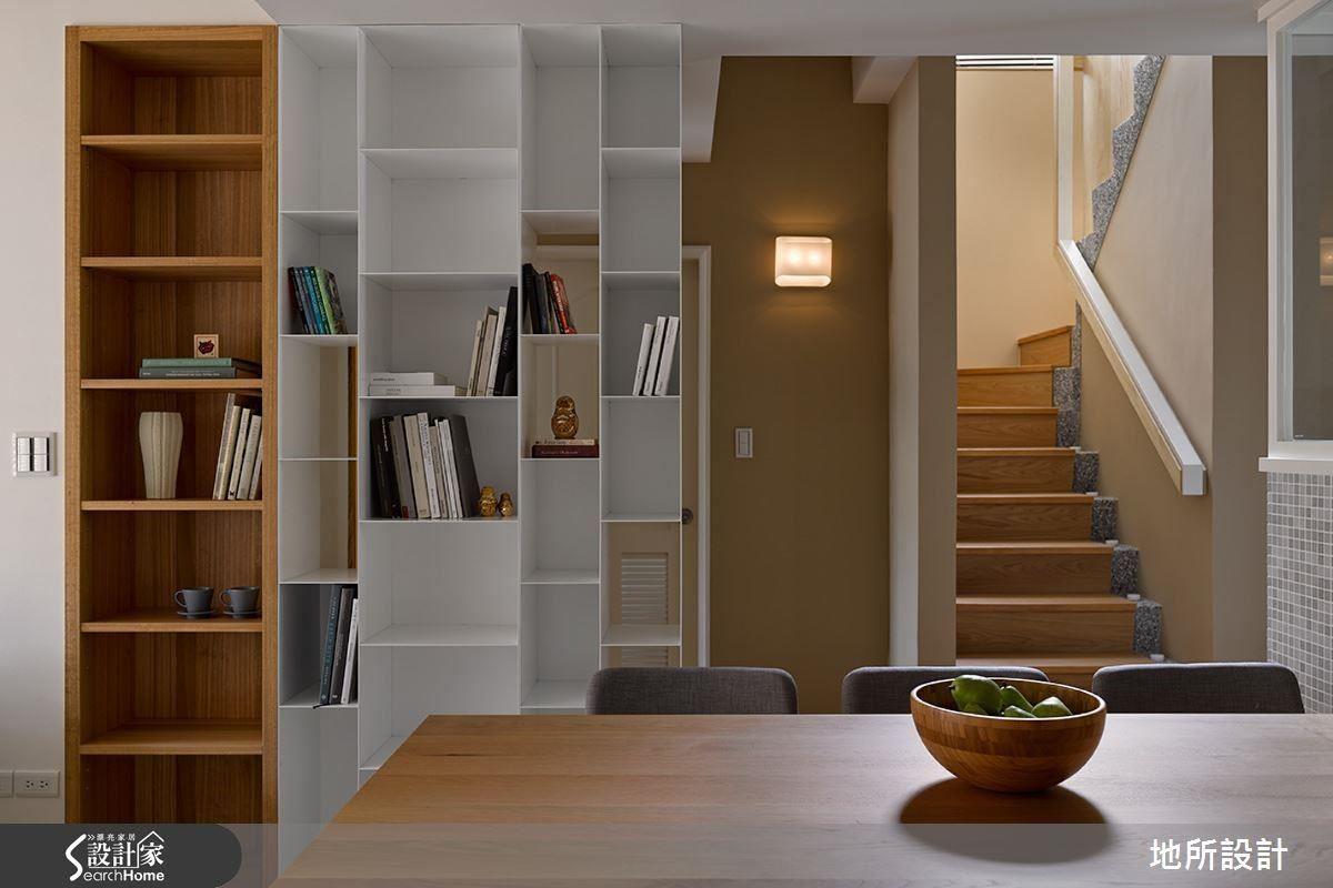 梯間書櫃:自然系呼吸感。