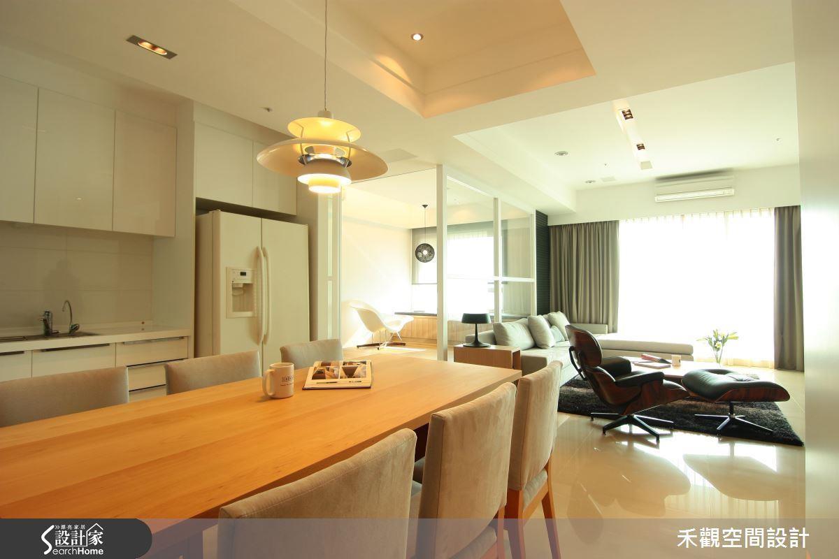 為了提升室內的明亮程度,在壁面、廚具、家具與軟件運用大量的白色系是簡易輕鬆的技巧。