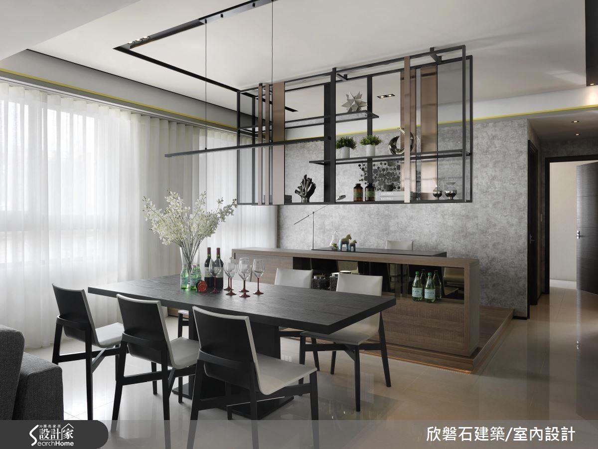 精選餐桌吊燈,刻意安排與櫃體同一軸線,不因為配件而造成分割、零碎的空間。