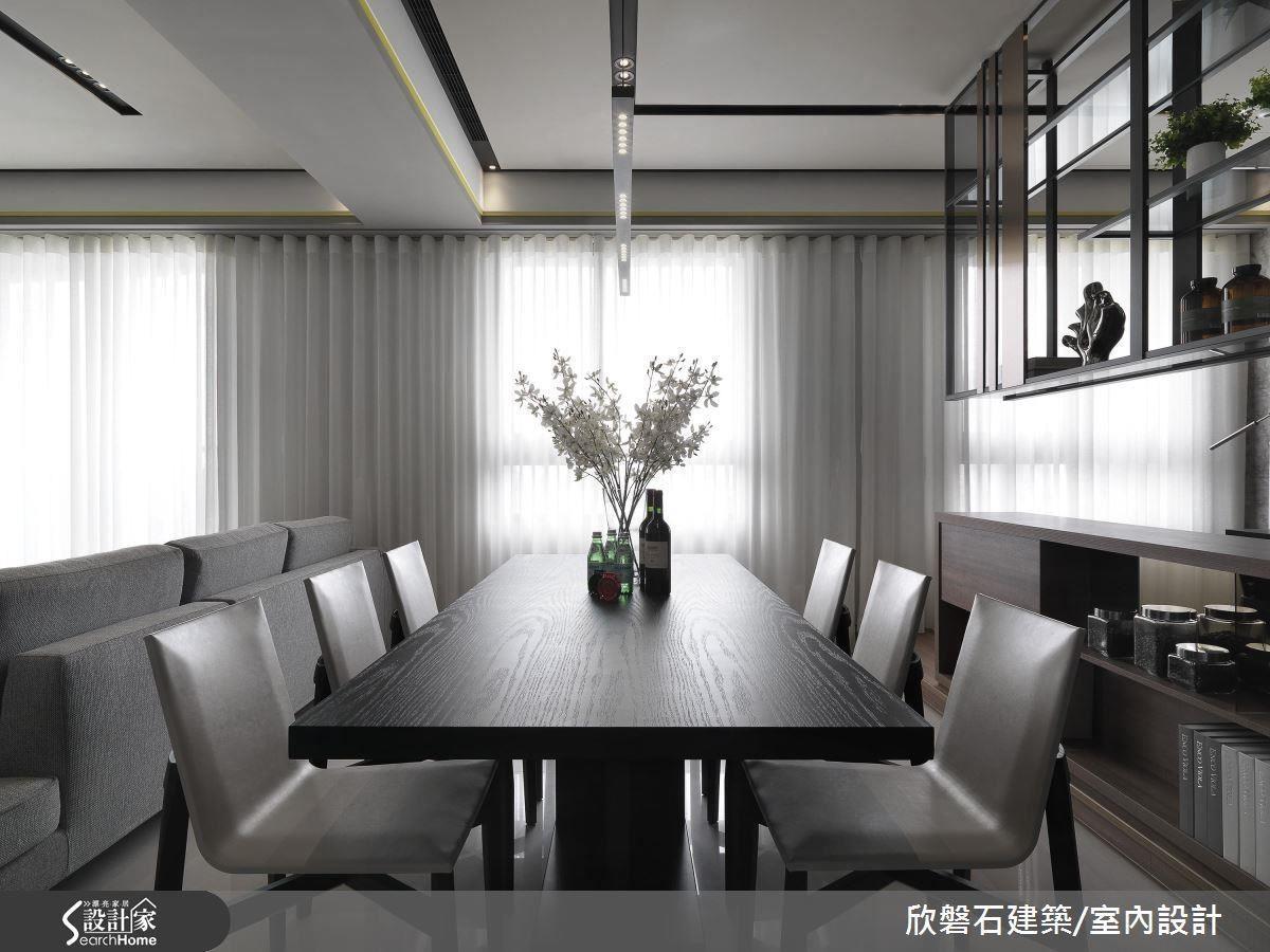 窗以透光白紗簾整合,是室內明亮舒適的小祕訣。