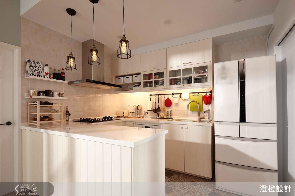 若決定採用開放式廚房設計,牆面材質、櫃體面材的防水和耐汙性,都可列為考慮重點。
