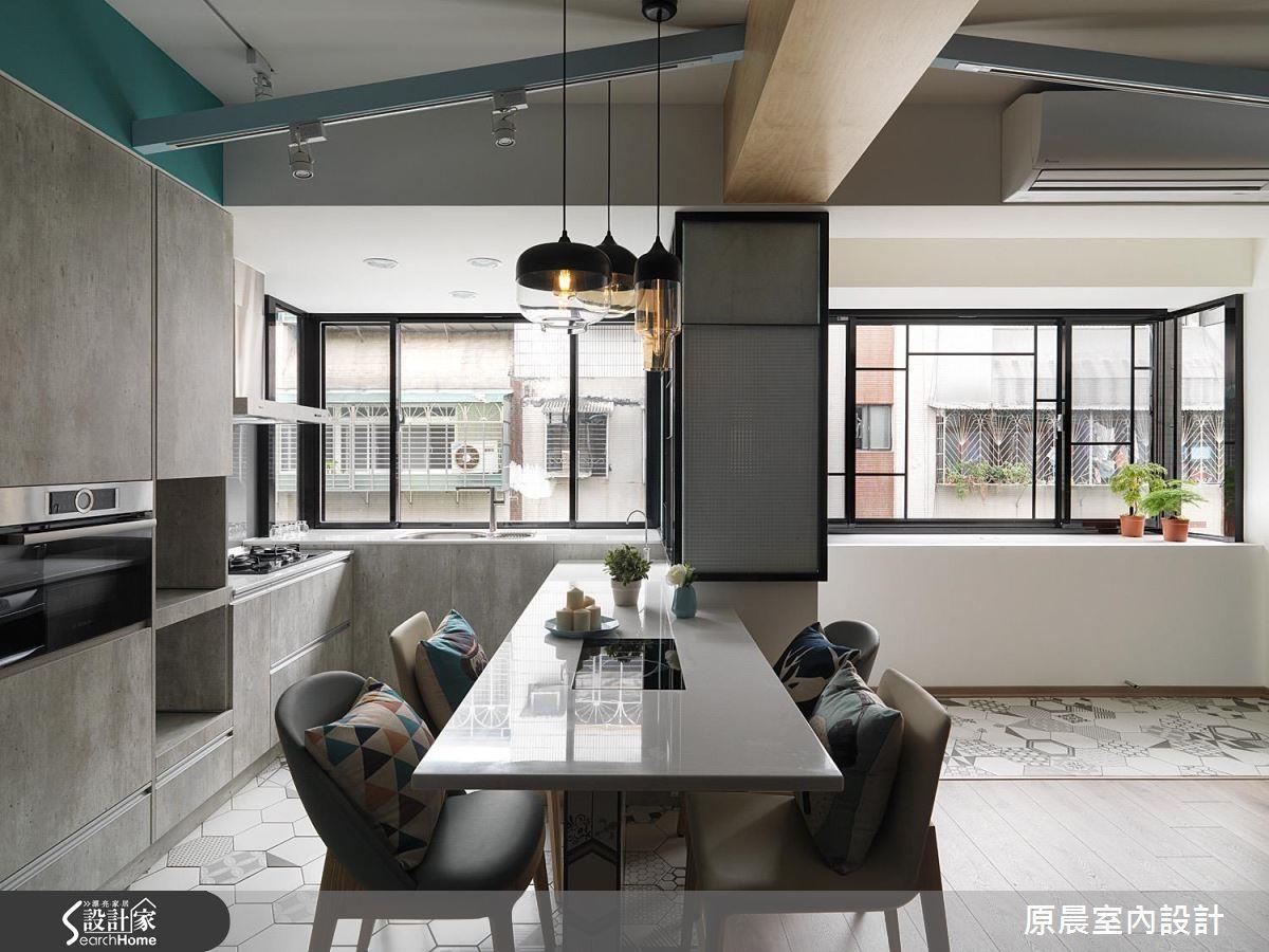 廚房地坪採用地磚材質和客廳區分,不僅耐髒好清潔,六角磚的圖騰花樣也別具復古風情。