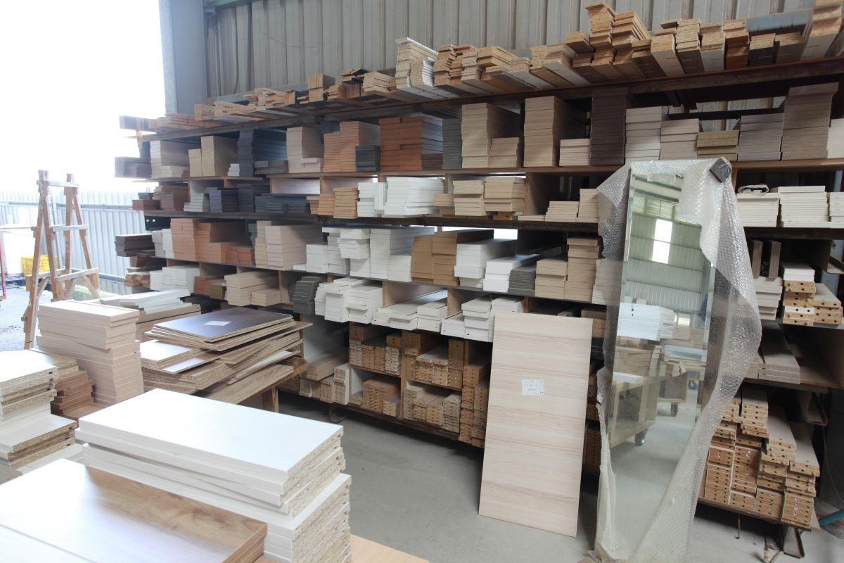 歐洲進口的環保建材應有盡有,更擁有自家直營工廠,為客戶量身裁切訂製各種系統家具。