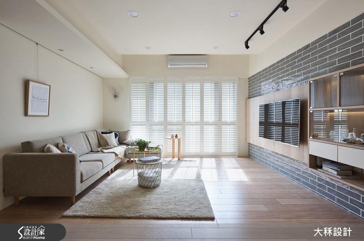 用白色的實木百葉,讓陽光能進入空間中。