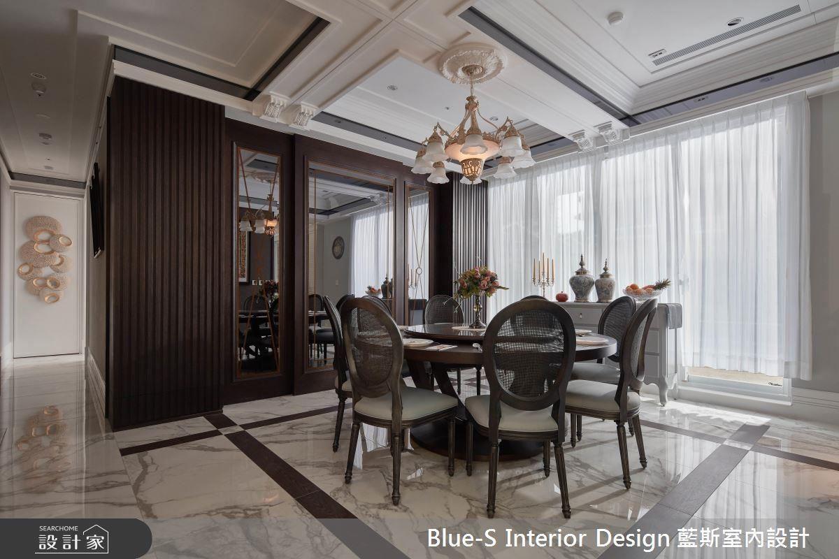 金線條的彩繪玻璃鏡,木紋磚切割搭配的地板,一同為餐廳增添視覺上的華麗饗宴。