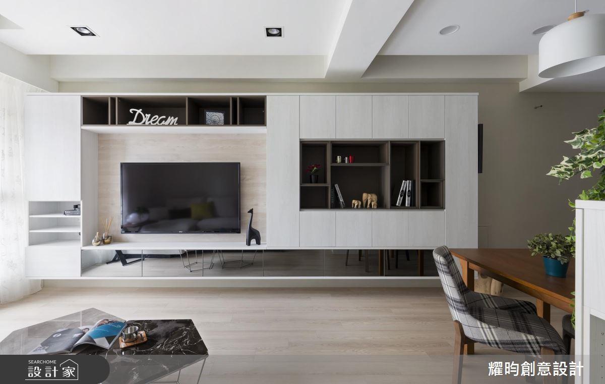 誰說收納櫃只能呆板又占空間?巧妙增加鏤空設計、搭上合宜配色,電視牆也能又美又能收!