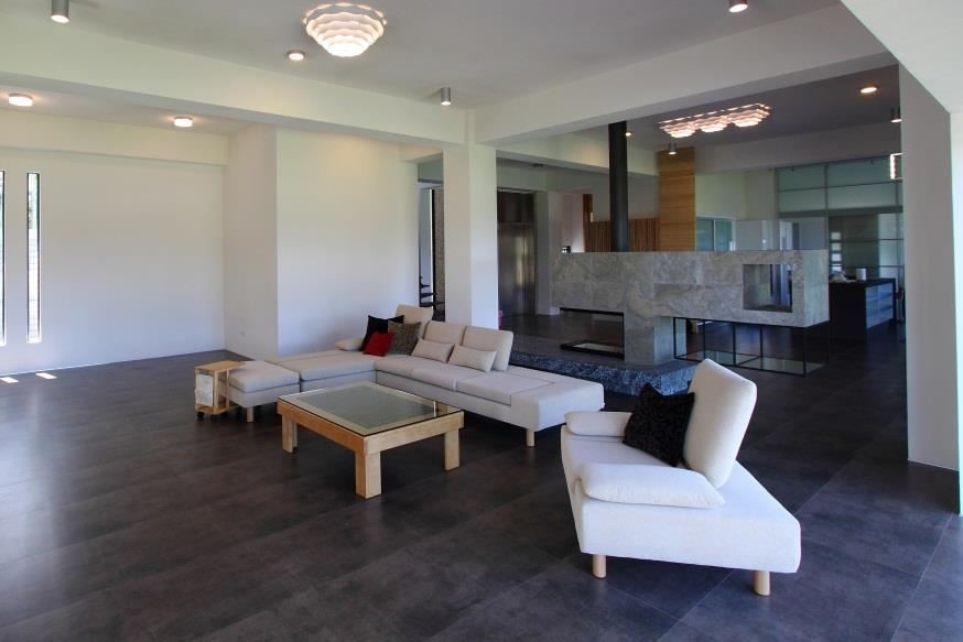 水泱泱沙發的椅背可以選擇高背、低背或無背三種配置。無背的配置在視覺上有穿透的效果,空間感更好,沙發沒有靠牆效果更顯著。(水泱泱沙發)