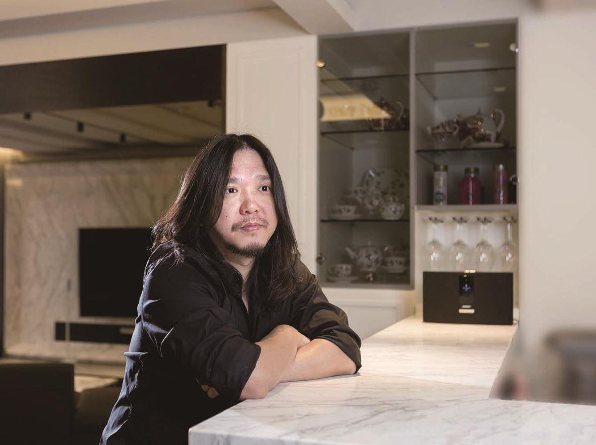 擁有藝術家特質的長髮與鬍子,成為李中霖設計師的招牌形象。