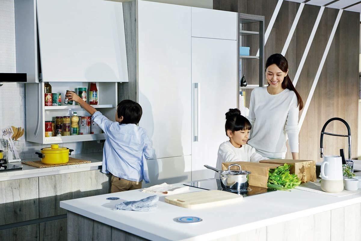 透過便利的智能科技,創造家人更多的互動與連結,讓廚房成為情感交流的地方。