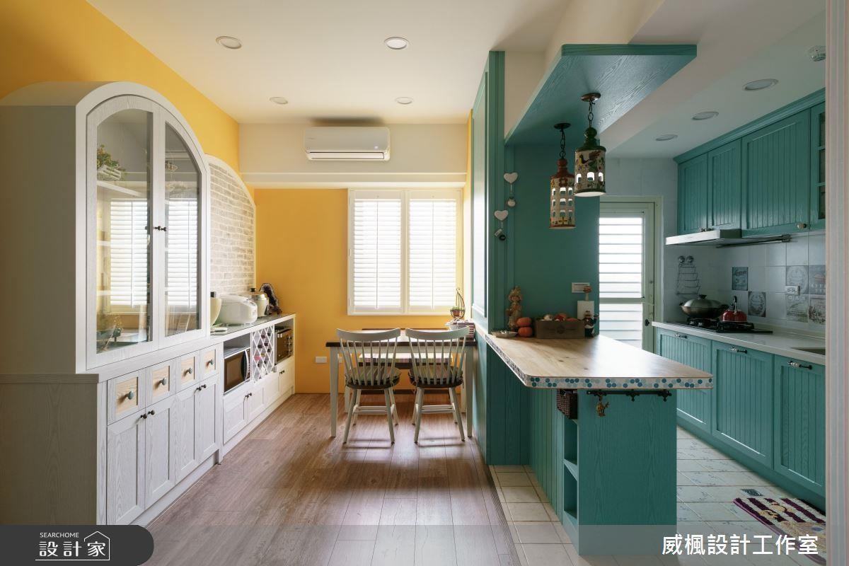 不只牆面,櫃子表面也可以利用刷色創造不同風格。