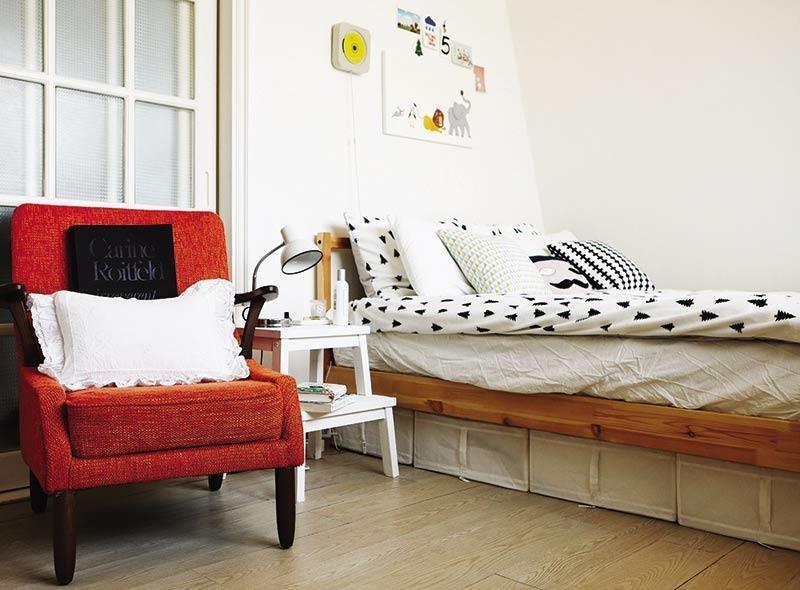 床底下空間也不要浪費, IKEA 就能買到的布織收納箱能讓你換季超輕鬆。
