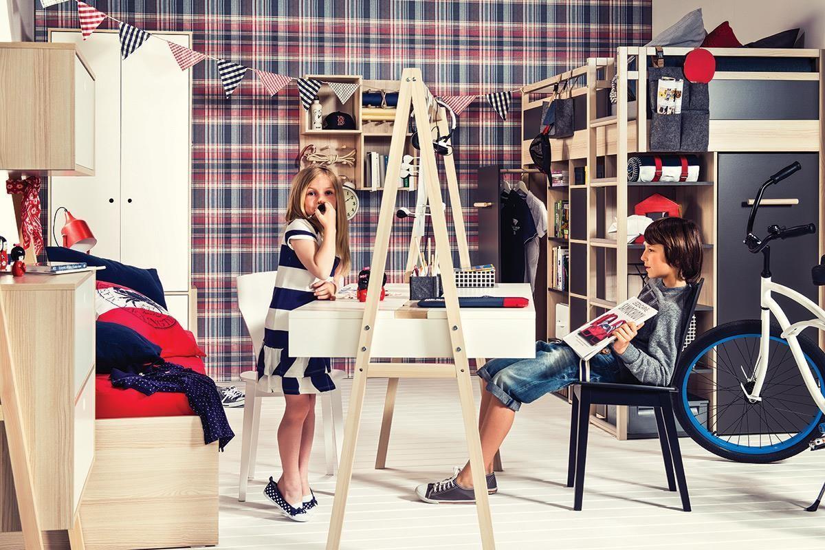 SPOT 系列的成長型雙面書桌,可供一人或兩人同時使用,桌面還備有三段高度可依寶貝身高或椅面高度隨機調整。