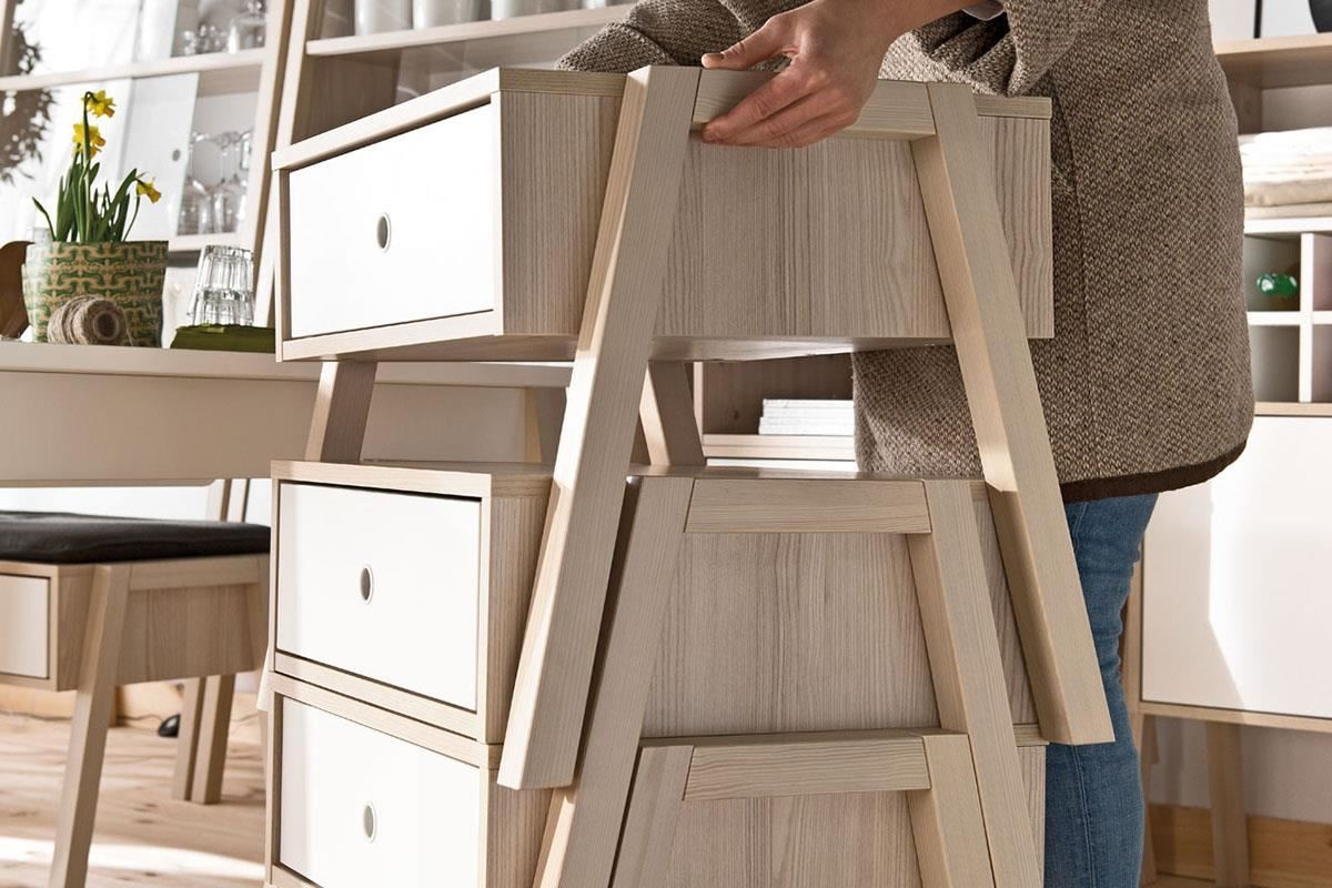 這款單品既是凳子、是邊几、是床頭櫃、甚至還能數件上下堆疊,成為臥室、更衣室裡的漂亮斗櫃,CP值超高。